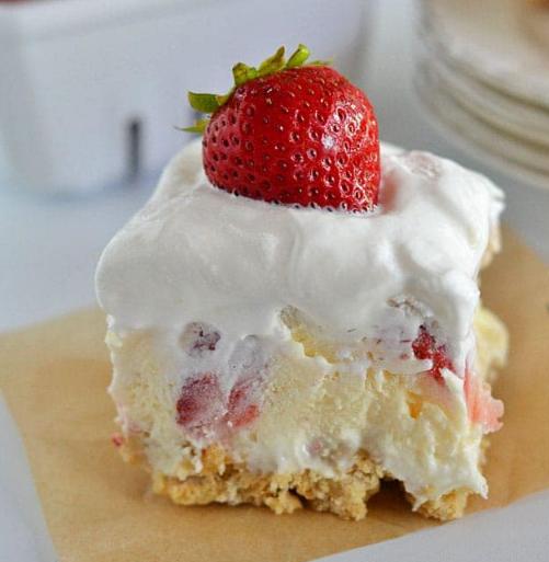 Strawberry Cheesecake Lush #cakes #strawberry