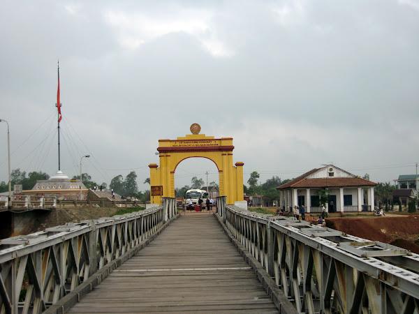 Puente sobre el rio Ben Hai