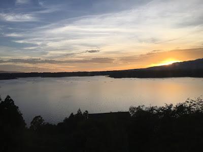 夕暮れの加茂湖