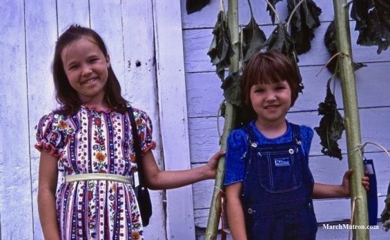 1970s country fair, girls' fashion