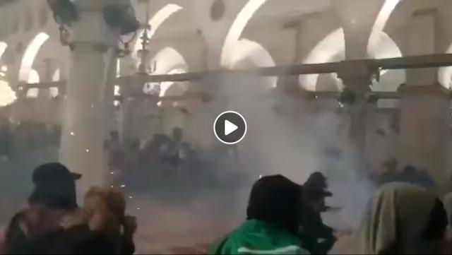 কদরের রাতে আল-আকসা মসজিদে হামলা,শিশুসহ ৮০ জন আহত