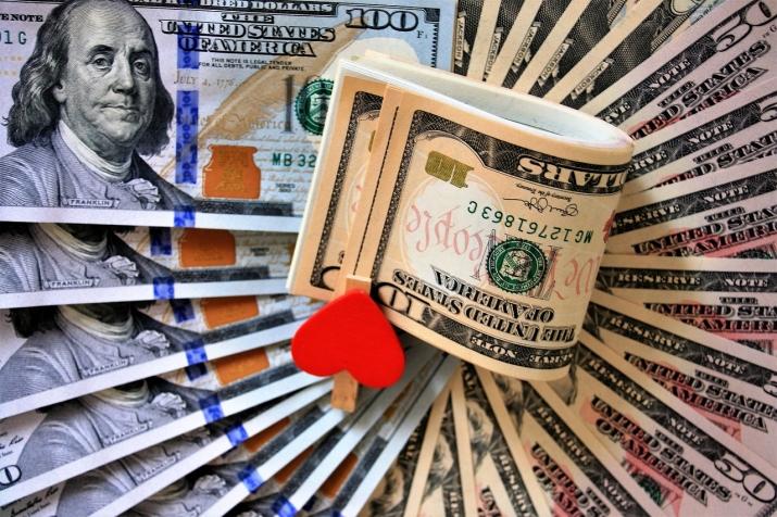 брать деньги в кредит