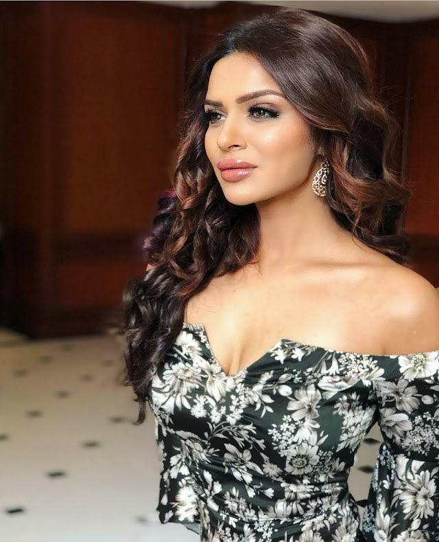 Aashka Goradia (Actress) Wiki, Biography, Age, Height, Weight, Husband & More