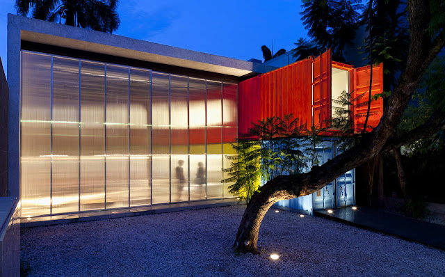 Decameron - Low Budget Colorful Shipping Container Store, Brazil 9