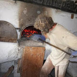 Enfournement Pain au levain, cuiison au bois, jpeg