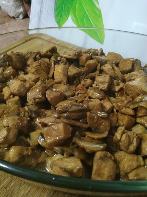 Pollo al estilo chino con champiñones