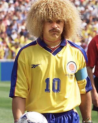 """Os penteados mais """"diferentões"""" do futebol - foto de Valderrama."""