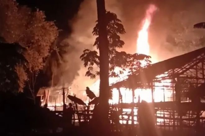 VIDEO: Detik-detik Api Hanguskan Rumah Warga di Melle Bone