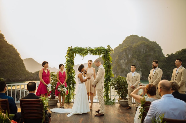 What are the highlights of a wedding cruise on the Halong Bay cruise?