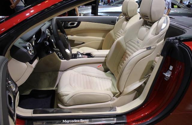 Hàng ghế trước Mercedes SL 400 thiết kế thể thao, tiện ích
