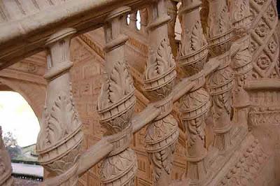 Detalle decorativo en una escalera