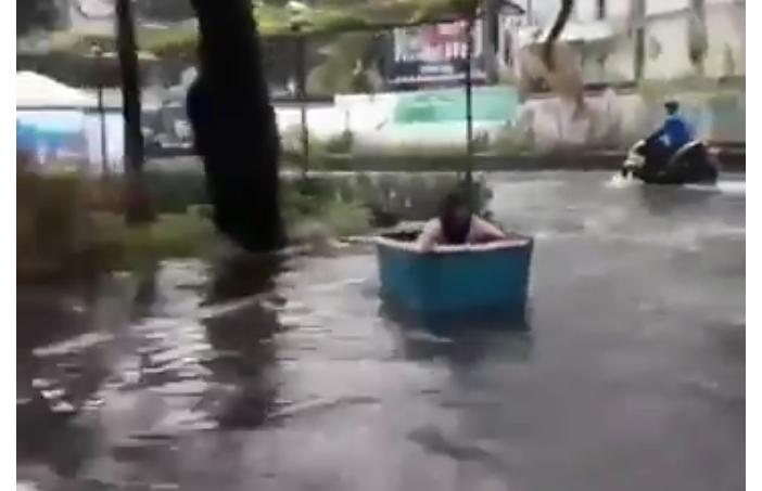 Kompasianer of The Year 2012 Sebar Video Banjir Jakarta Bisa Dipakai Selancar, Eh Ternyata Hoaks