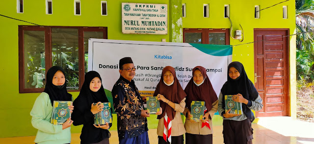 Anggota SWK Pangkalan Kodim 1002/HST Bantu Salurkan Al Qur'an