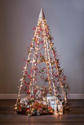 Pohon Natal dari Rangka Pipa Kayu