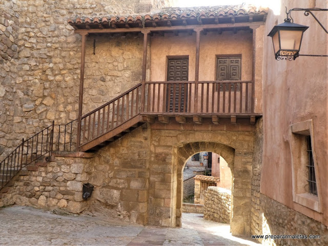 por las calles del centro de Albarracín