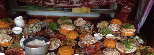 Xuyên suốt chiều dài lịch sử, Việt Nam là đất nước nghèo nàn, dân tộc đói ăn gắn liền với văn hóa đánh chan.