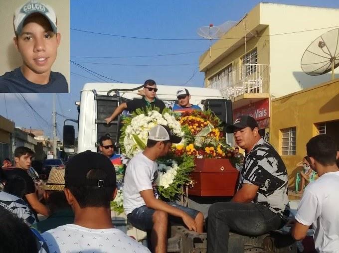 Sepultado jovem que morreu carbonizado em acidente de trânsito há quase três meses em Surubim.