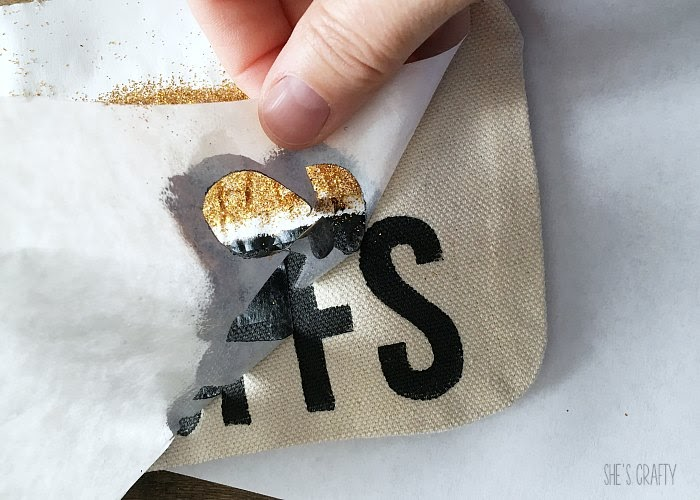 How to make a personalized pencil pouch with glitter