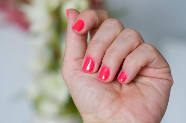 lakier na paznokciach hybryda Chiodo