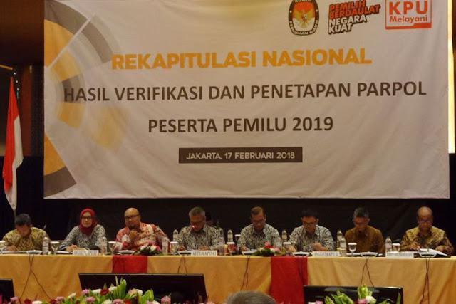 KPU mengumumkan hasil rekapitulasi nasional partai politik untuk menjadi peserta Pemilu 2019 di Hotel Grand Mercure Harmoni, Jakarta, Sabtu (17/2/2018)