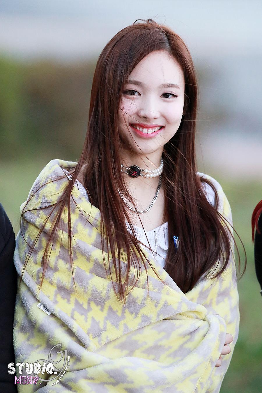 kumpulan foto foto im nayeon twice seputar kpop