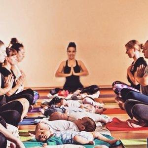 actividad física madre recién parida ejercicios con bebés y niños deporte con bebés tras el parto blog mimuselina