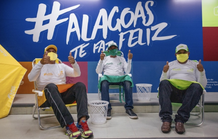 Ambulantes das Praias de Maceió ganham KIT padronizado