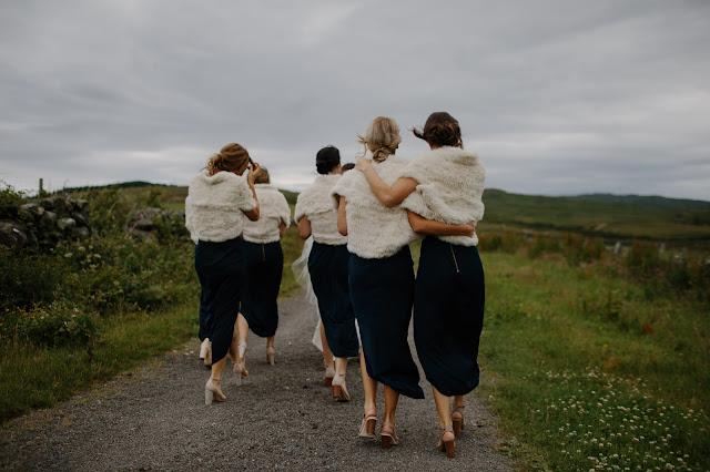 narzutka%2Bna%2Bsukni%25C4%2599 - Zimowe okrycia ślubne. Futerko czy sweterek do sukni ślubnej?