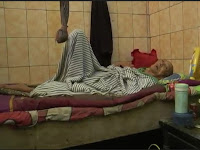 Alami Kemiskinan, Kakek 85 Tahun Dengan Kondisi Lumpuh Ini Harus Tinggal di WC Umum