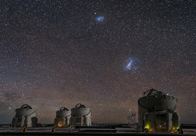 fotos con telescopios y en el cielo se va la gran nube de magallanes