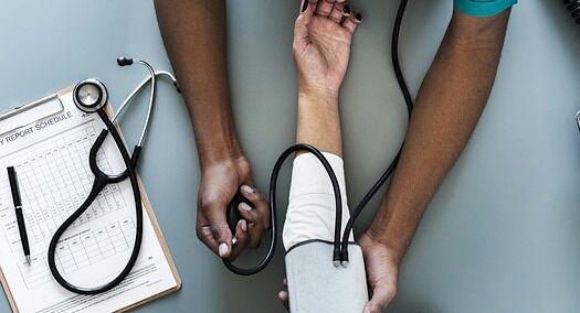 تذبذب ضغط الدم يسرع مرض الزهايمر