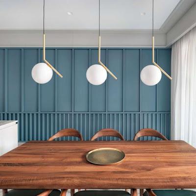 parede com ripas em madeira em vertical