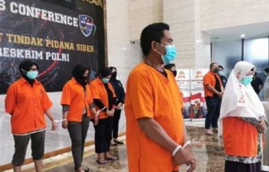 """Tokoh KAMI Diborgol Pakai Baju Oranye, """"Sejak Dulu Para Pemimpin Lahir dari Penjara"""""""