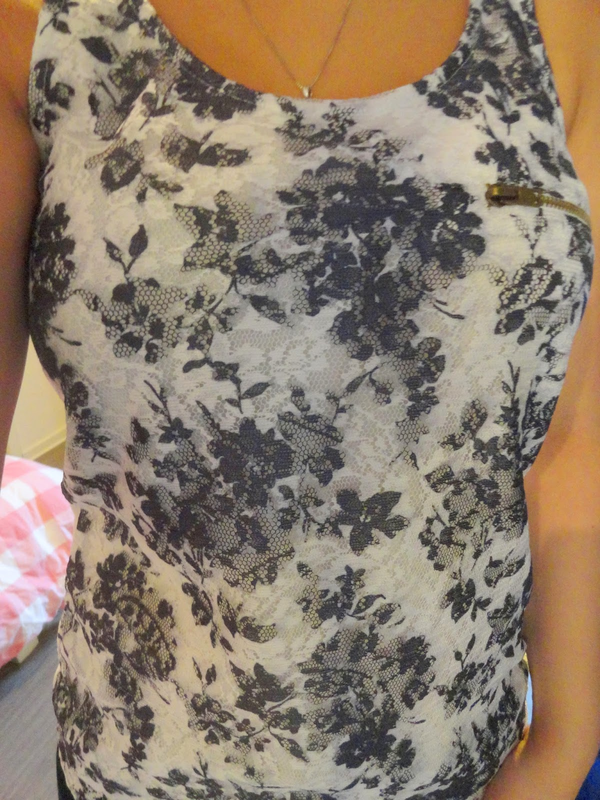 Clothes & Dreams: Shoplog: Bershka, H&M, Pimkie + ASOS: detail of Pull&Bear floral top