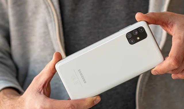 Le Samsung Galaxy M51 est prêt pour l'examen.