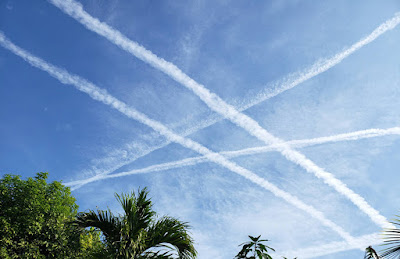 Crossed contrails in the sky