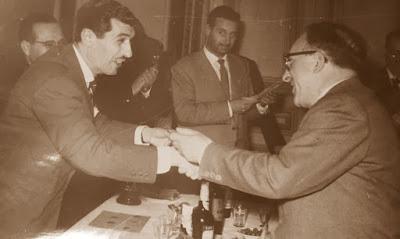 Alfonso Alonso Rodríguez, recogiendo su premio
