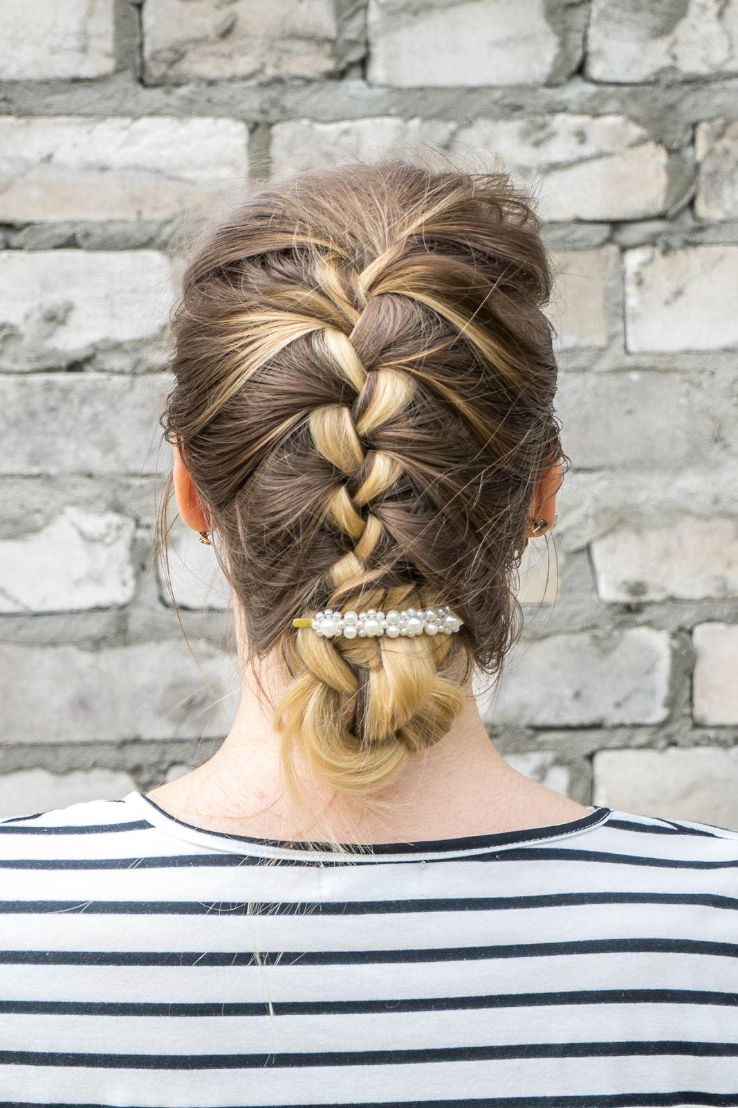 2 gdzie kupić ozdobne spinki do włosów z perłami i muszelkami fryzury, które odmładzają, postarzają, dodają lat, podobają się facetom, wyszczuplają twarz, proste fryzury do zrobienia samemu krok po kroku