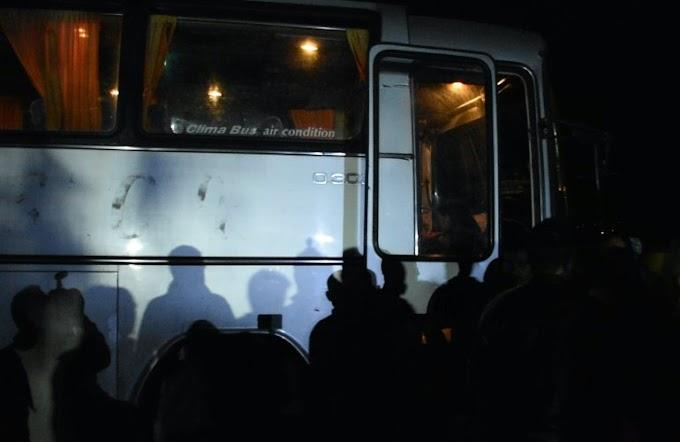 Καμένα Βούρλα: Λεωφορεία με παράνομους μετανάστες έφτασαν απροειδοποίητα...