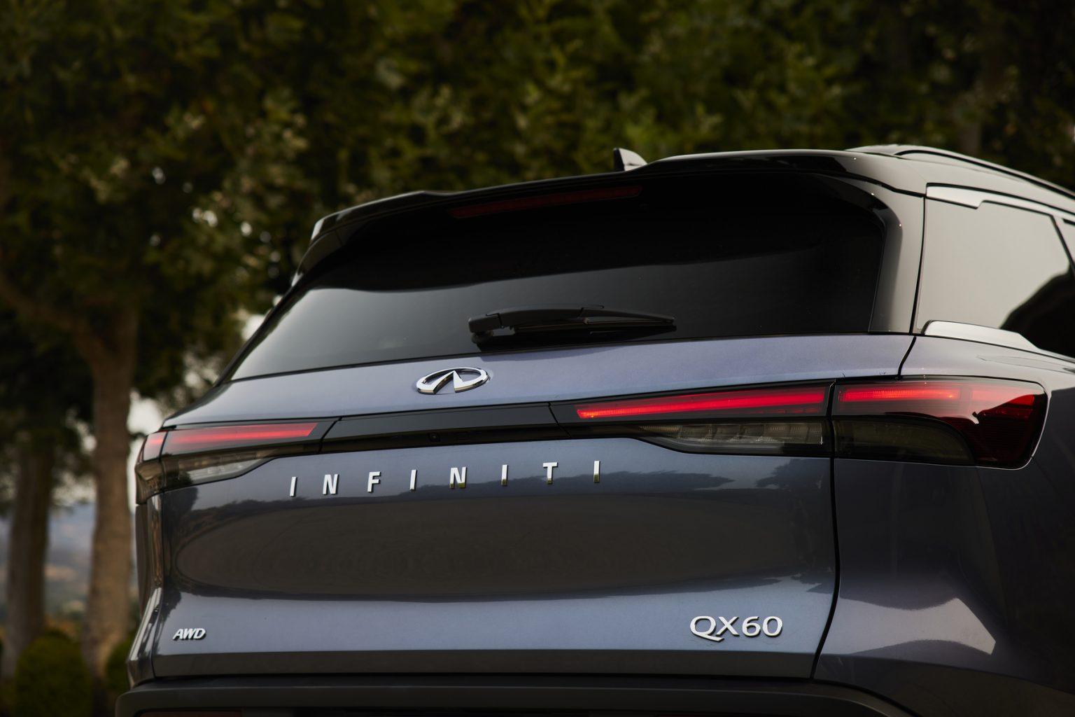 إنفينيتي كيو إكس 60 نسخة عام 2022  الباب الخلفي الكهربائي