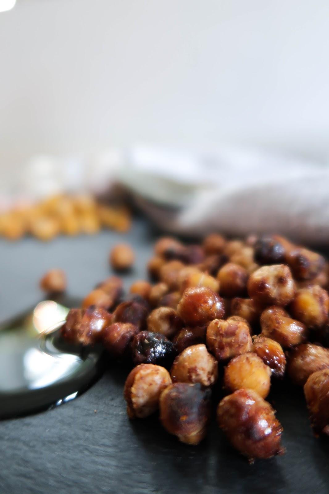 Crispy roasted chickpeas: sweet, salty & spicy recipe