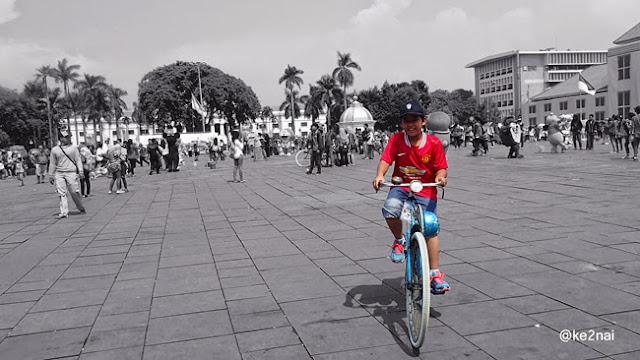 Naik Sepeda Onthel Di Kota Tua