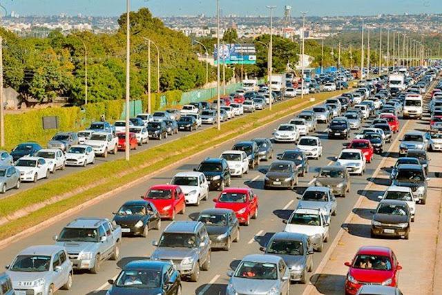 Motoristas devem ficar atentos a novas regras de trânsito que começam a valer nesta segunda-feira (12)