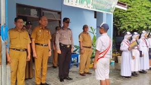 Kasat Binmas Polres Touna Irup di SMPN 2 Ampana Kota