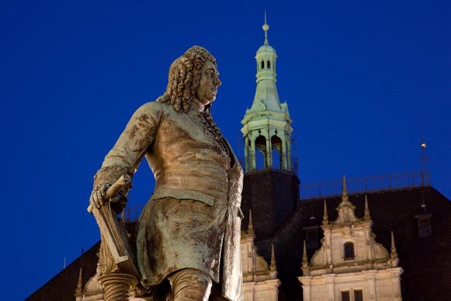 Statue of Handel in Halle (Photo  Michael Bader, IMG Sachsen-Anhalt)