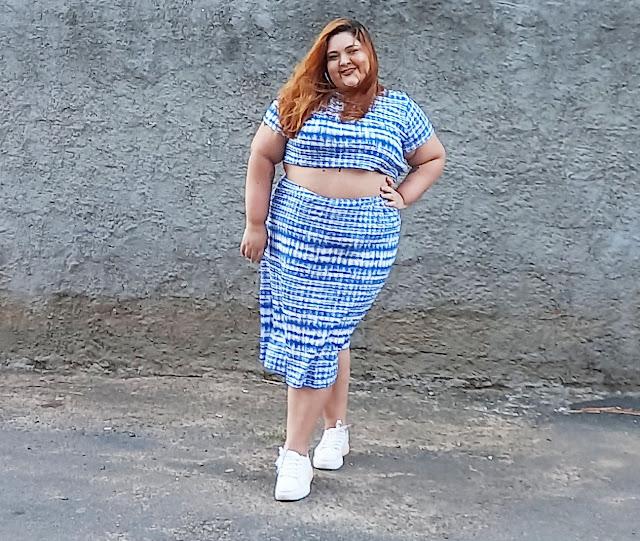 top cropped e saia tie dye plus size azul