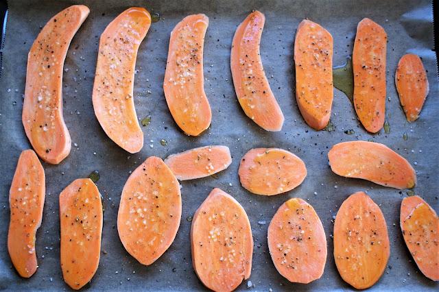 Süßkartoffelbrote mit fruchtigem Salat