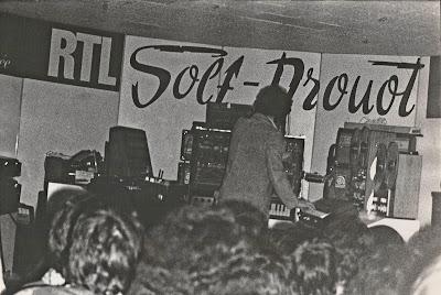 Zanov en su mini-concierto de presentación en Golf-Drouot en febrero de 1977