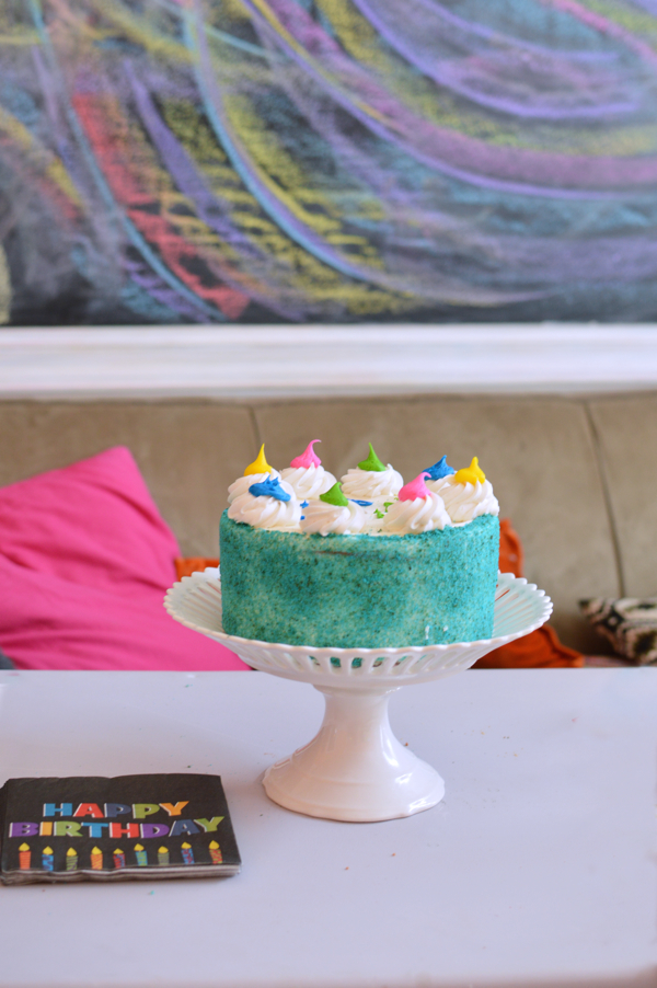 Colorful birthday cake-design addict mom