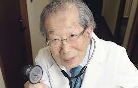 15 consejos saludables de un médico que tiene 105 años de edad.